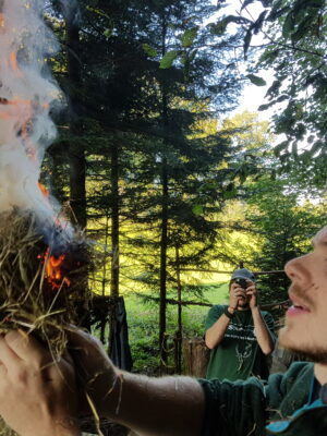 Zundernest in Flammen